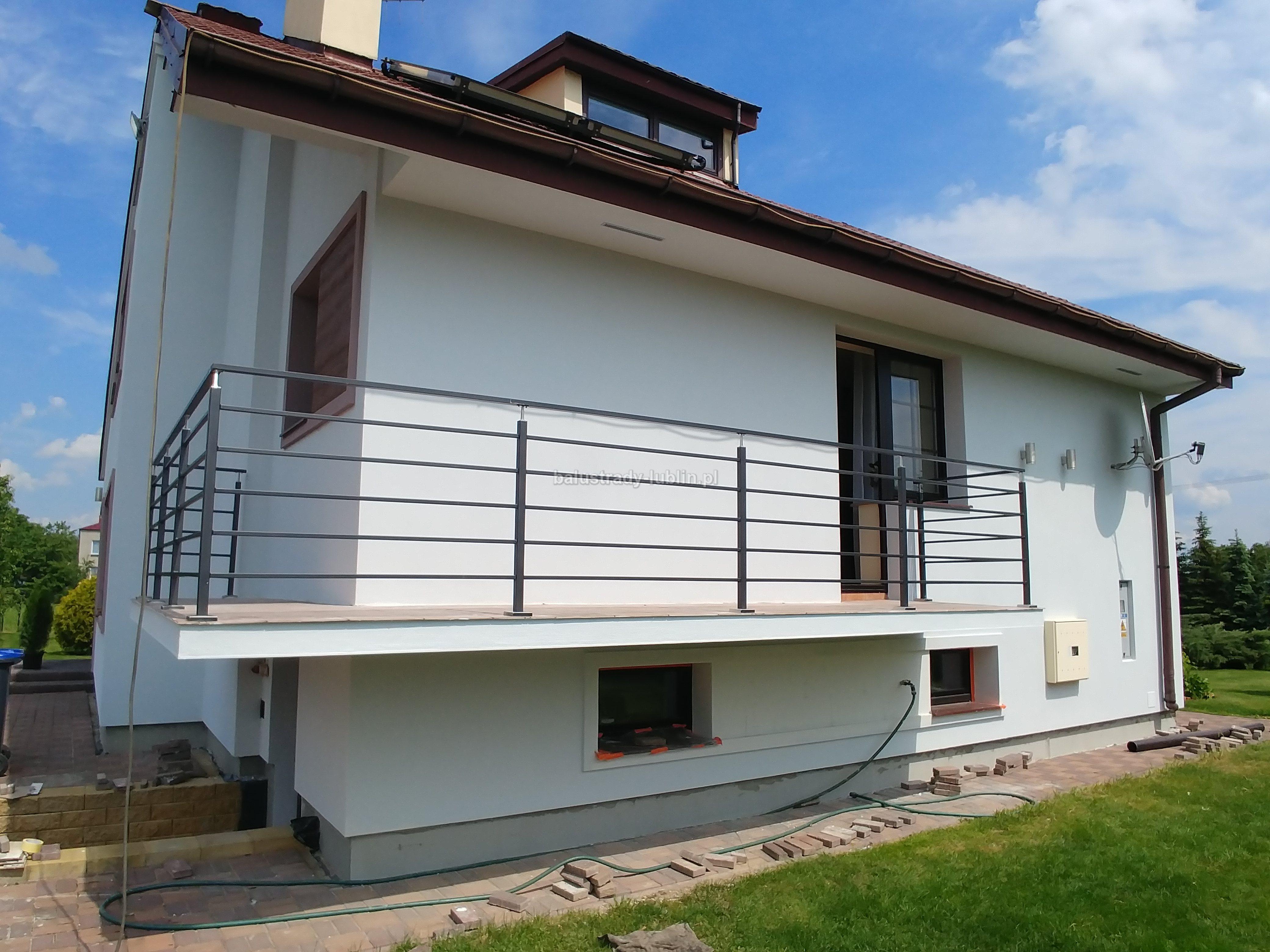 Balustrada balkonowa z elementami INOX 42